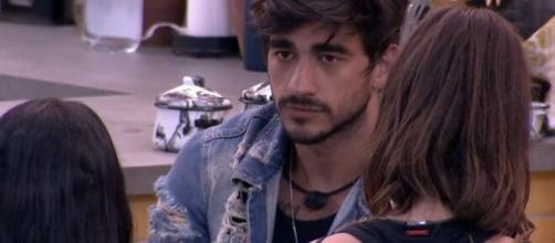 Guilherme fala sobre Victor Hugo para Mari e Flayslane. (Reprodução/TV Globo)