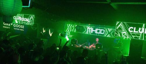 Mhod, DJ e producer durante una serata