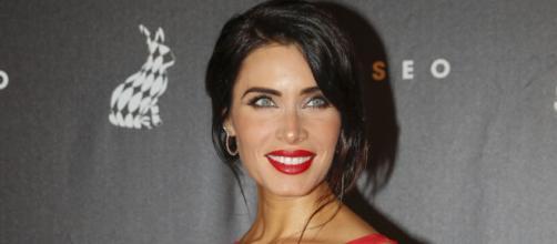 Pilar Rubio presume de embarazo con un vestido rojo