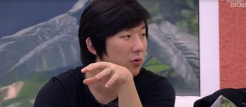 Pyong fala com Manu sobre filho. ( Reprodução/TV Globo )