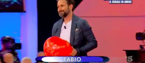 Uomini e Donne, Fabio vince la sfilata con la dedica alla figlia: 'Ciao amore di papa'