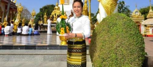 Annie Toborowsky posted a photo of herself in a beautiful Thailand dress. (Image source: Instagram/@annie_suwan_toborowsky)
