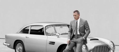 Daniel Craig posa com o Aston Martin DB5. (Arquivo Blasting News)