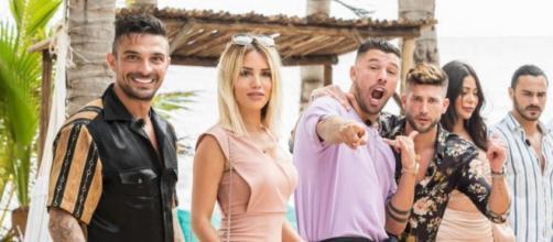 """Les Marseillais aux Caraïbes : ils préparent bientôt une nouvelle télé-réalité intitulée """"La Famille""""."""