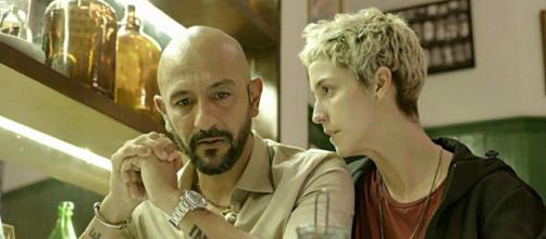 Amanda e Álvaro se confrontam em 'Amor de Mãe'. (Reprodução/TV Globo)