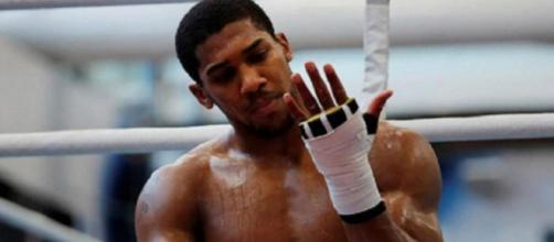 Anthony Joshua, campione mondiale dei pesi massimi versione Super WBA, WBO, IBF e IBO.