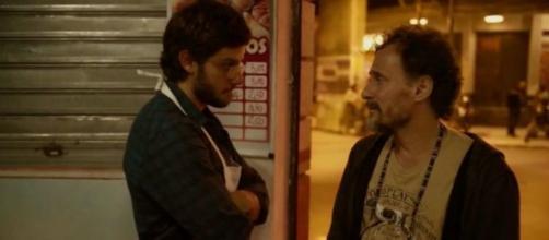 Durval revela a Danilo que Thelma tem um aneurisma. ( Foto: Reprodu;áo TV Globo)