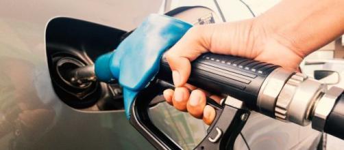 Effetto Coronavirus sulla benzina, prezzi in calo nei prossimi giorni.