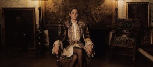 Elodie (all'anagrafe Elodie Di Patrizi) è una cantante di italo-francese. Il frame è tratto dal video di 'Non è la fine' (feat. Gemitaiz)