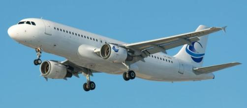 File:Avion Express Airbus A320 LY-VEY (6705403435) (2).jpg ... - wikimedia.org