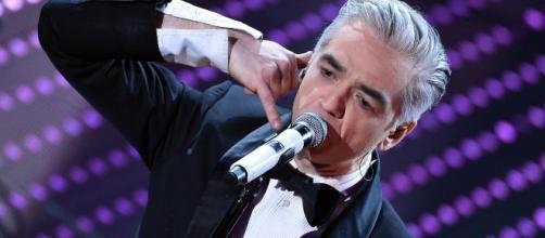 Il cantante Morgan ha cantato una frase del suo brano inedito nel programma di Caterina Balivo 'Vieni da me'.