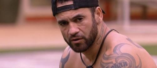 'BBB20': Hadson conversa com Felipe sobre Petrix. (Reprodução/TV Globo)