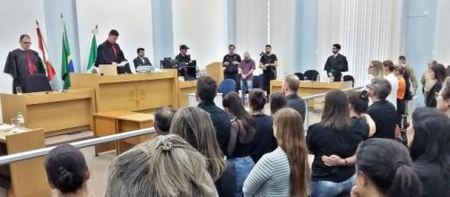 Vítima beijou acusado em julgamento. (Arquivo Blasting News)