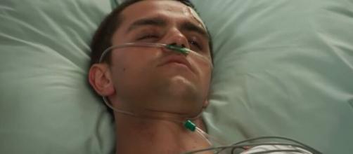 Téo hospitalizado em cena da novela 'Salve-se Quem Puder'. (Reprodução/TV Globo)