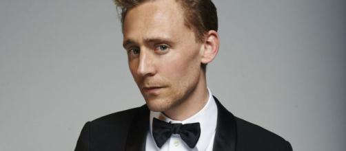 TOM HIDDLESTON KILLS A SWAN · The Studio Exec - thestudioexec.com