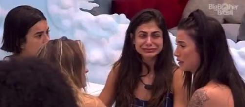 Bianca chora no 'BBB20' após notícias recebidas. (Reprodução/TV Globo)