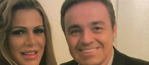 Fabiana Andrade ao lado de Gugu Liberato. (Arquivo Blasting News)