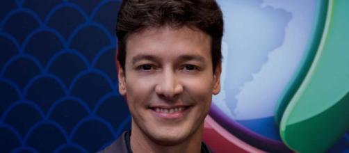 O apresentador Rodrigo Faro decidiu se internar para fazer exames de rotina. (Divulgação/Record TV)