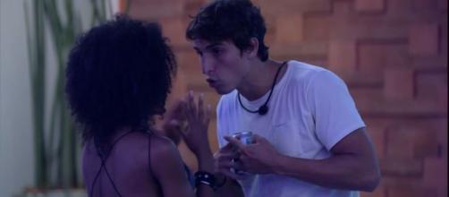 Em madrugada do BBB, Felipe Prior revela nunca ter sido machista na casa. (Reprodução/TV Globo)