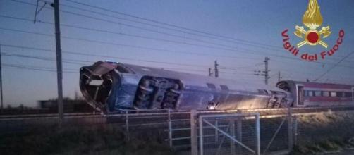Il treno Frecciarossa è deragliato alle 5:30 del mattino a Lodi.