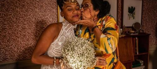 Jéssica Ellen e Regina Casé esbanjam carinho e amor nos bastidores de 'Amor de Mãe'. (Reprodução/GShow)