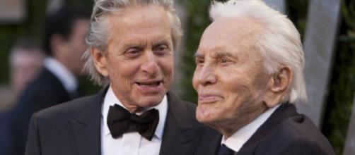 Kirk Douglas morreu aos 103 anos; ele aparece na foto com o filho o ator Michael Douglas. (Arquivo Blasting News)