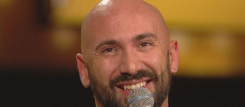 La storia di Federico Martello, cantante siciliano con disabilità.