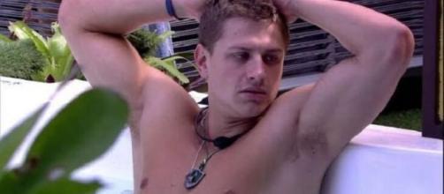 Lucas está pensando como vai agir caso ganhe a prova do líder nesta semana no 'BBB20'. (Reprodução/TV Globo)