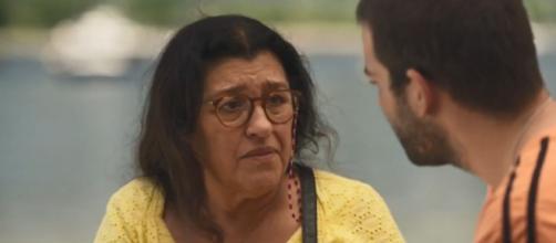 Lurdes será vítima de um golpe em 'Amor de Mãe'. (Reprodução/TV Globo)