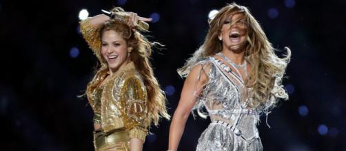 Shakira e Jennifer López brilharam no Super Bowl. (Divulgação/Twitter)