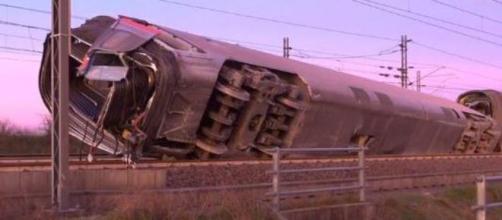 Treno deragliato a Ospedaletto Lodigiano: due morti e 27 feriti.