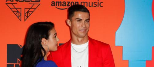 Cristiano Ronaldo y Georgina posando juntos