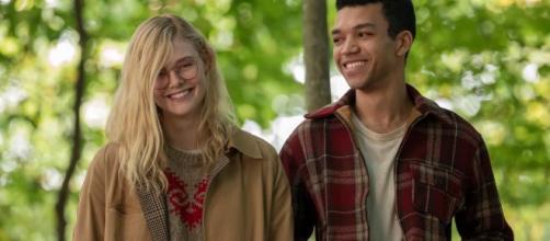 """Netflix divulga o trailer de """"Por Lugares Incríveis"""", romance com Elle Fanning e Justice Smith. (Reprodução/Netflix)"""