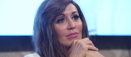 Anna Maria Bernini si scontra con un utente sui look di Achille Lauro.