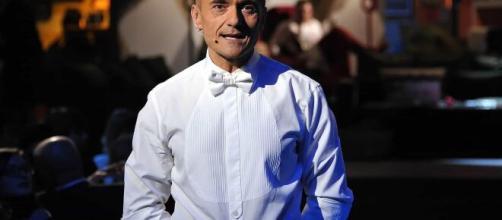 Gf Vip, Alfonso Signorini bloccato a Milano: potrebbe condurre dall'hotel all'interno del quale alloggia