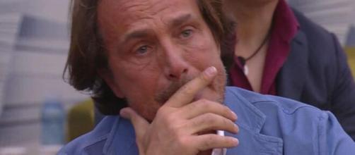 Antonio Zequila in lacrime dopo essere stato informato sulla gravità del Coronavirus.