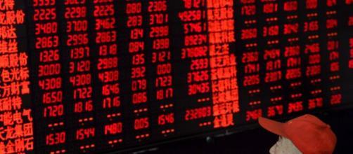 Il crollo delle borse sarebbe legato anche alla guerra dei prezzi del petrolio.