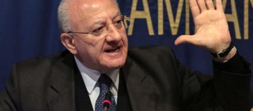 Il Presidente De Luca ha vietato pizze e cibo a domicilio in Campania.