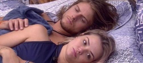 O relacionamento entre Marcela e Daniel é criticado pelo público do 'BBB20'. (Reprodução/TV Globo)