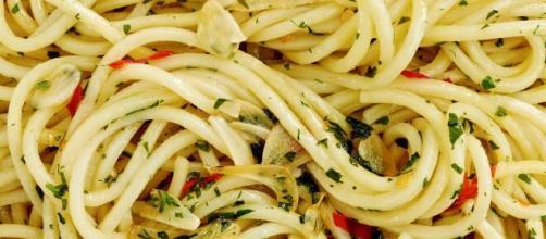 Pasta Aglio, Olio e Peperoncino Recipe - NYT Cooking | Olio recipe ... - pinterest.cl