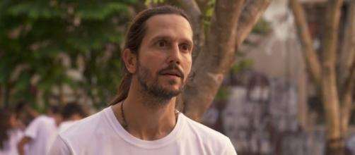 """Davi sofrerá com mais uma armação de seu inimigo em cenas de """"Amor de Mãe"""". (Reprodução/TV Globo)"""