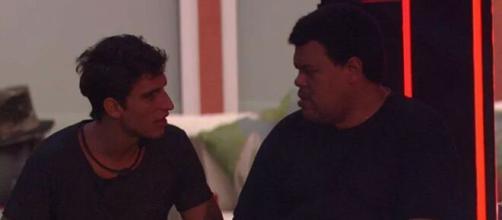Em festa do reality show, Babu diz para Prior que Daniel é um 'viadinho'. (Reprodução/ TV Globo)