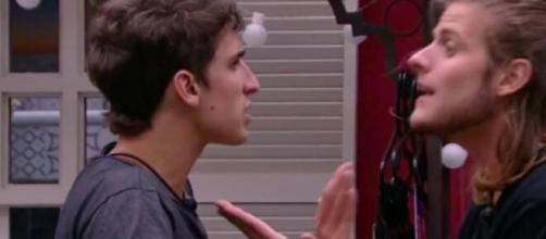 Em festa no Big Brother Brasil 2020, Felipe Prior e Daniel entram em discussão. (Reprodução/TV Globo)