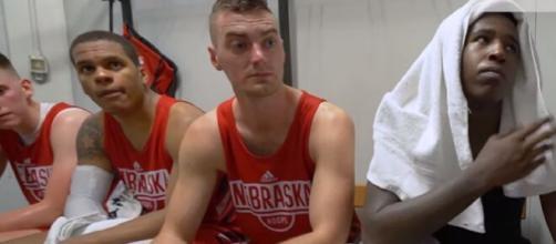 Nebraska Huskers: Entire basketball team quarantined in a locker room as Hoiberg falls ill. [Image Source: Big Ten Network/ YouTube Screenshot]