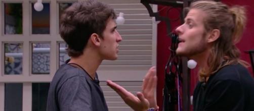 Prior e Daniel discutem no Quarto Vila. (Reprodução/TV Globo)