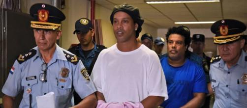 Ronaldinho podría pasar hasta 6 meses en la cárcel