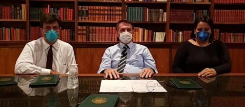 Bolsonaro foi submetido à coleta de sangue nesta quinta-feira (12). (Reprodução/Facebook/@jairmessias.bolsonaro)