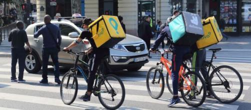 """Coronavirus/ Perjudica a las economías con menos opciones: los """"riders"""""""