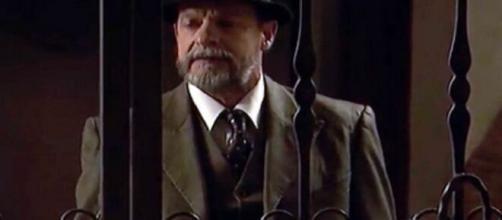 Il Segreto, trame Spagna: Raimundo ritorna in paese e si mette alla ricerca di Francisca.
