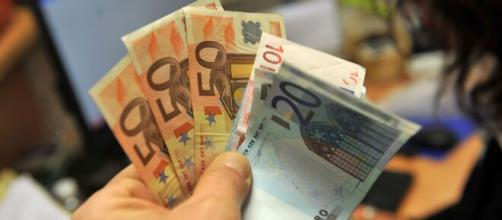 Assegno di 240 euro al mese per ogni figlio a carico e bonus 80 ... - today.it